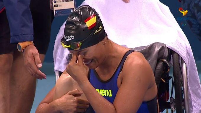 Teresa Perales logra de felicidad tras ganar el oro. Fuente: AD