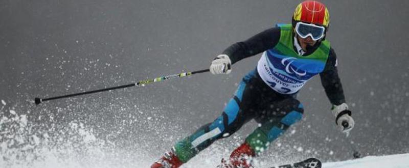 El esquiador español, Jon Santacana, durante una competición de esquí alpino. Fuente: Getty