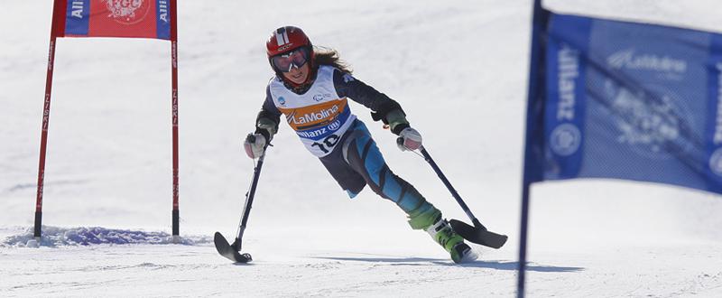 La esquiadora española, Úrsula Pueyo, durante una competición de esquí. Fuente: AD