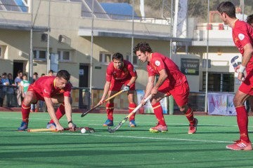 Los jugadores de la selección española en una acción del partido. Fuente: Juan Antonio Isla (AFP).