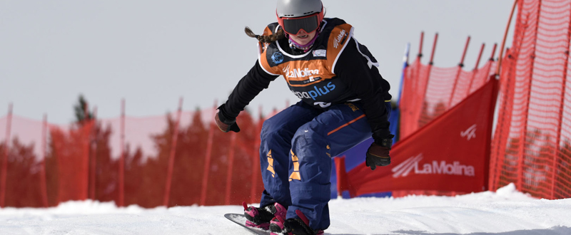 La 'rider' española, Astrid Fina, durante la Copa del Mundo de snowboard en La Molina. Fuente: La Molina F4photagence.com – Oriol Molas