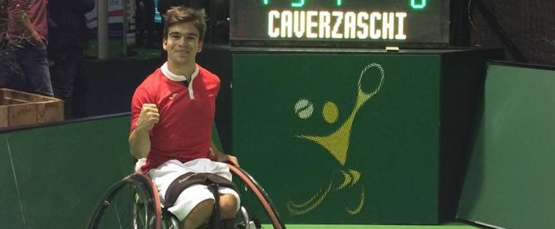 El jugador de tenis en silla, Martín de la Puente, celebra su victoria ante Daniel Caverzaschi. Fuente: AD
