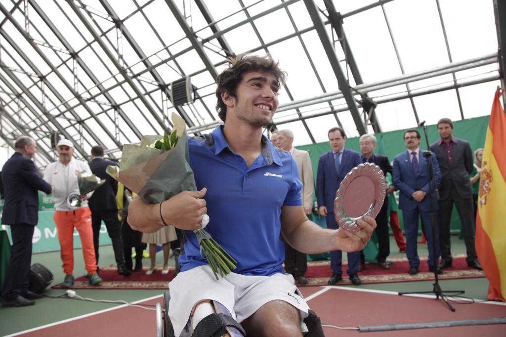 Caverzaschi con el título de campeón. Fuente: AD