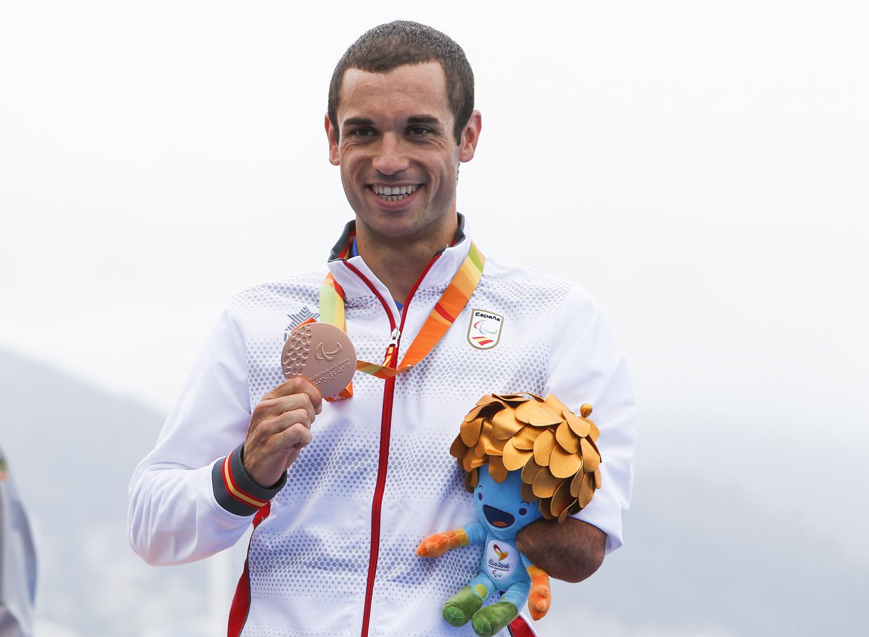 Jairo Ruiz con la medalla de bronce. Fuente: CPE