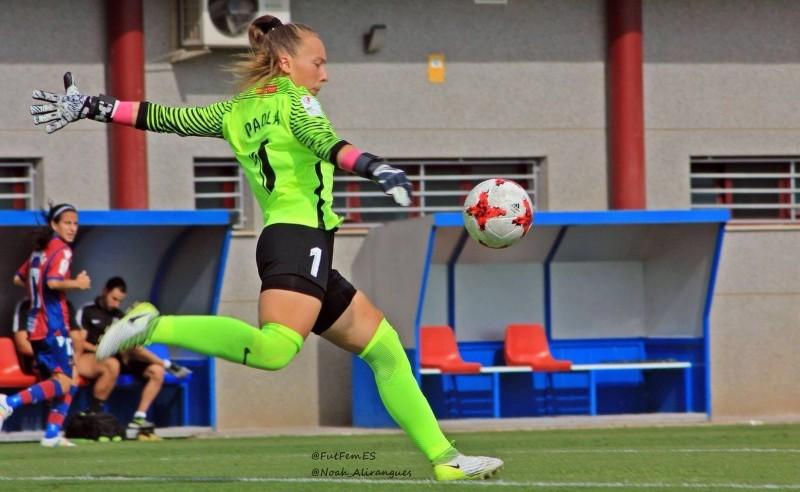 Paola Ulloa jugando con el M adrid CFF. Fuente: AD