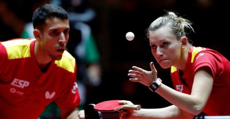 La pareja española formada por Álvaro Robles y Galia Dvorak, durante un partido. Fuente: RFETM