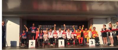 El equipo español de handbike en el podio. Fuente: RFEC