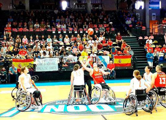España jugando ante Holanda en el mundial de baloncesto en silla de ruedas.Fuente: FEDDF/Antonio Moros