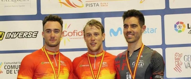 Alfonso Cabello (maillot negro) consigue un significativo tercer puesto en el Campeonato de España en Pista 2018