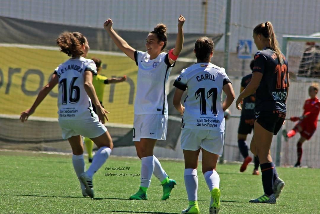 Alba Mellado, capitana del Madrid CFF, celebra un gol junto a sus compañeras. Fuente: AD