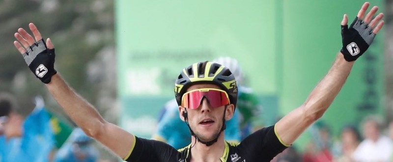 Simon Yates recupera el maillot rojo tras llevarse la etapa. (Fuente: ©Photogomez Sport)