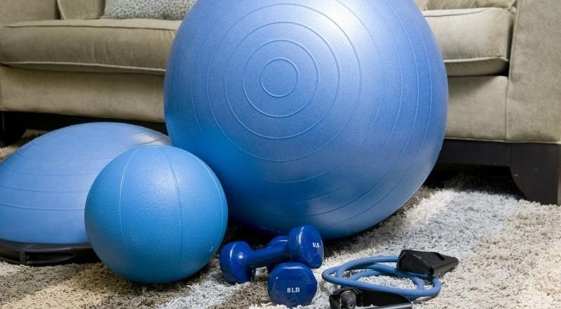 Hacer ejercicio en casa. Fuente: AD