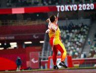 Héctor Cabrera lanza la jabalina hasta el bronce