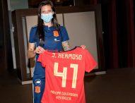 Jenni Hermoso, homenajeada por sus compañeras tras su récord goleador