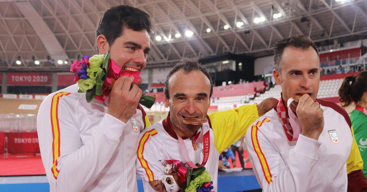 Ricardo Ten, Pablo Jaramillo y Alfonso Cabello con el bronce. Fuente: Paulino Oribe/CPE.