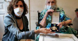 Irene Lozano impone a Encarna Hernández la Medalla de Oro de la Real Orden del Mérito Deportivo