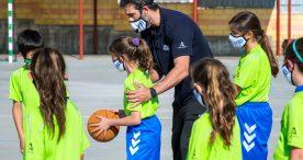 Berni Rodríguez enseña los valores del deporte a los más pequeños