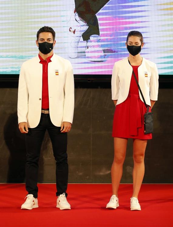 Deportistas españoles con la indumentaria para Tokio. Fuente: COE