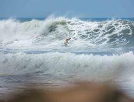 Los surfistas españoles, a por las plazas olímpicas para Tokio