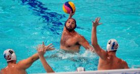 España gana a la campeona olímpica en waterpolo masculino (12-13)